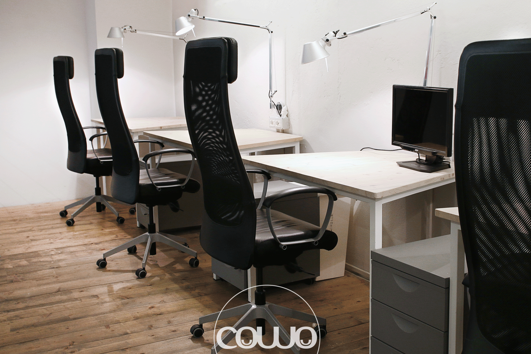 desks at coworking Milano Lambrate