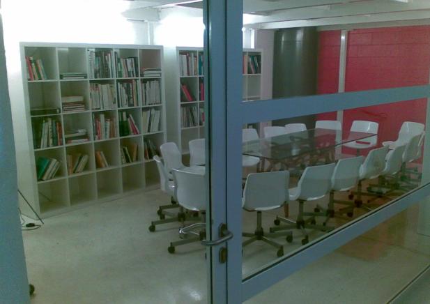 La sala riunioni del Cowo di Milano Lambrate.