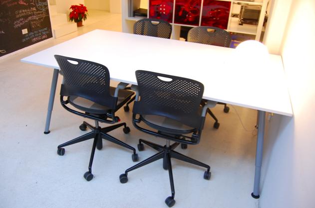 tavolo-riunioni-coworking