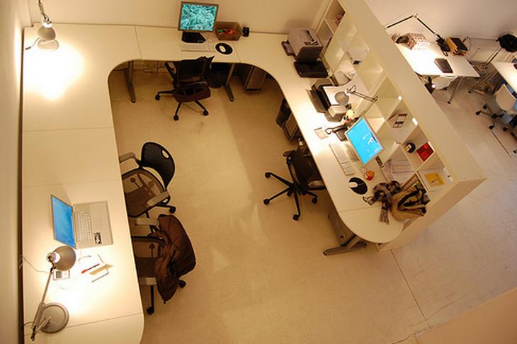 Postazioni in coworking presso Cowo Milano/Lambrate (via Ventura 3).